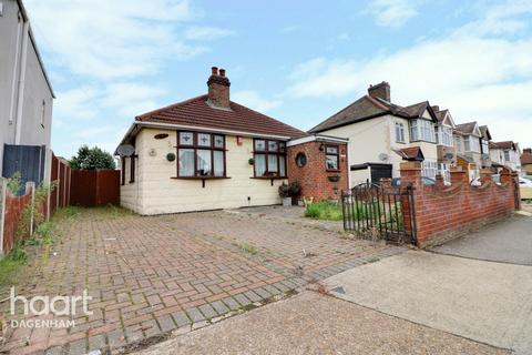 3 bedroom bungalow - South Street, RAINHAM
