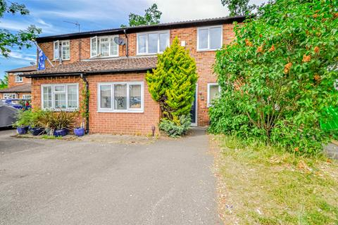 3 bedroom semi-detached house for sale - Priors Way, Maidenhead, Berkshire, SL6
