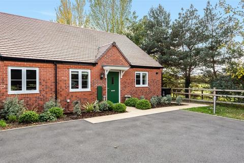 2 bedroom semi-detached bungalow - Spangle Way, Bidford-on-Avon, Alcester, Warwickshire