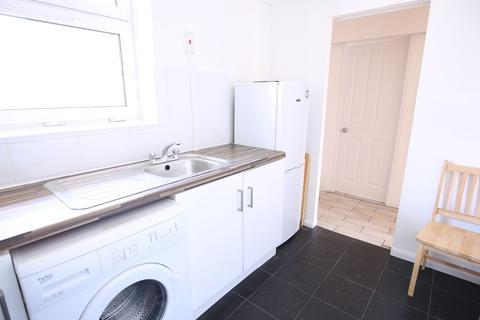 2 bedroom flat to rent - Hornsey Road, London