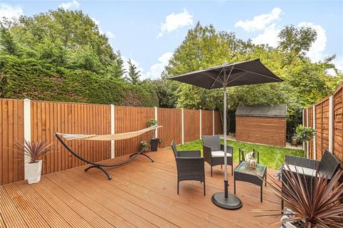 2 bedroom flat for sale - Chalkwell Park Avenue, Enfield, EN1
