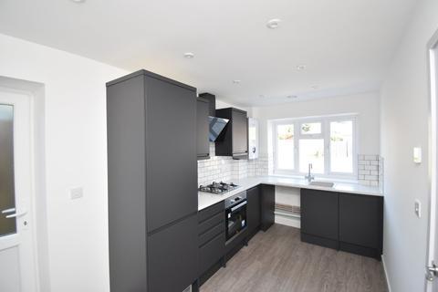 3 bedroom detached house - Warwick Road, Kennington, Ashford