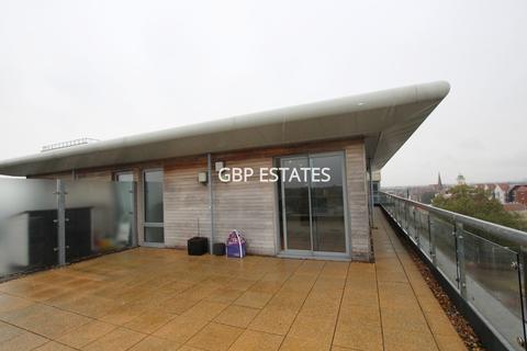 2 bedroom penthouse to rent - Mercury Gardens, Romford