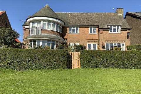 4 bedroom detached house for sale - Back Lane, Easingwold, York, YO61 3BG