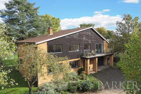 5 bedroom detached house for sale - Space to play in the heart of Bray