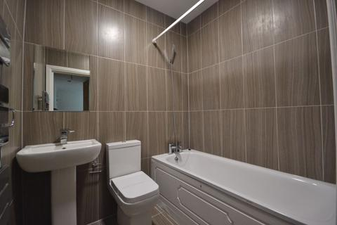 2 bedroom apartment to rent - Two Bedroom Modern Flat , Eastwood Close, South Woodford London E18 (£1300pcm) - FREE RENTAL UNTIL 4TH JANUARY 2021