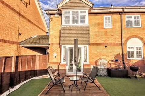 2 bedroom terraced house for sale - Lupin Walk, Aylesbury