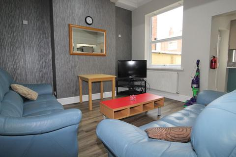 5 bedroom terraced house to rent - Balfour Road, PRESTON, Lancashire PR2 3BY