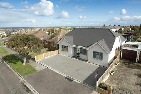 5 bedroom detached house for sale - Smugglers Way, Birchington