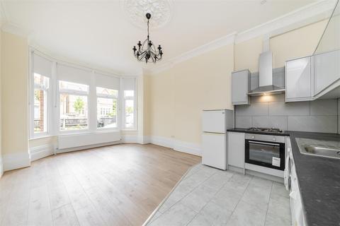 2 bedroom flat - Woodville Road, Ealing, W5