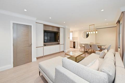 2 bedroom flat to rent - Red Lion Yard, Mayfair W1J