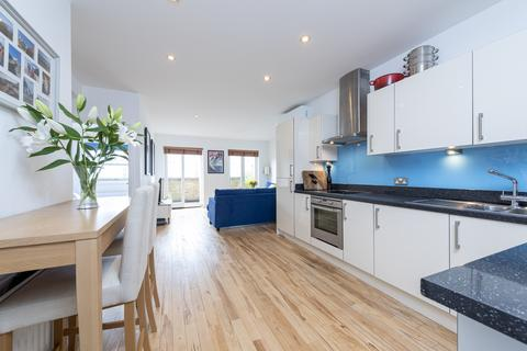 2 bedroom flat for sale - Cavendish Road, Clapham, London SW12