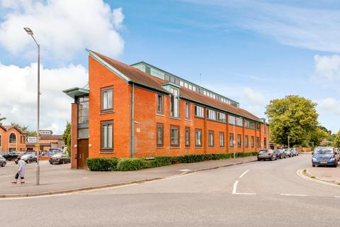 2 bedroom apartment to rent - Reynolds Court, Baring Road, Beaconsfield, HP9