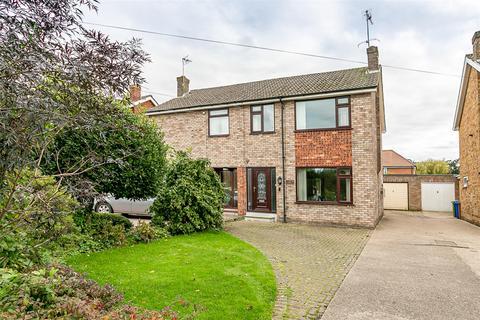 3 bedroom semi-detached house - 42 Manor Close, Beverley, East Yorkshire, HU17 7BP