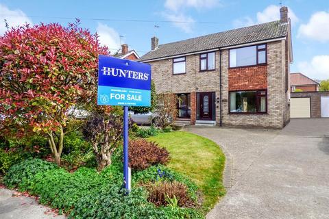 3 bedroom semi-detached house for sale - 42 Manor Close, Beverley, East Yorkshire, HU17 7BP