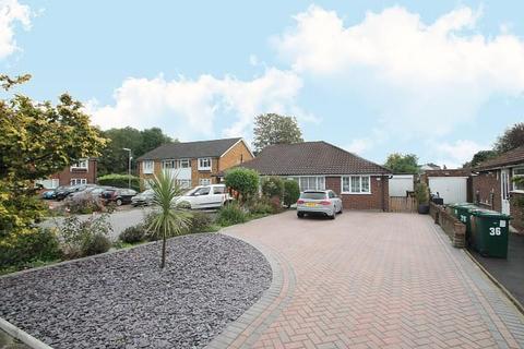 2 bedroom bungalow - Warren Road, Ashford, TW15