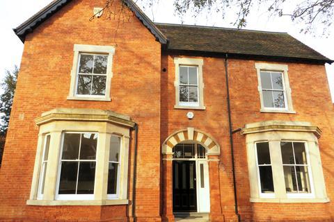 2 bedroom ground floor flat for sale - The Quantocks, Linden Road, Bedford MK40