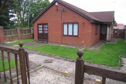2 bedroom semi-detached bungalow to rent - 37 Thorneyburn Way, Blyth, Northumberland NE24 5HR