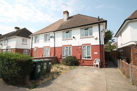 4 bedroom semi-detached house - Viola Avenue, Stanwell, TW19