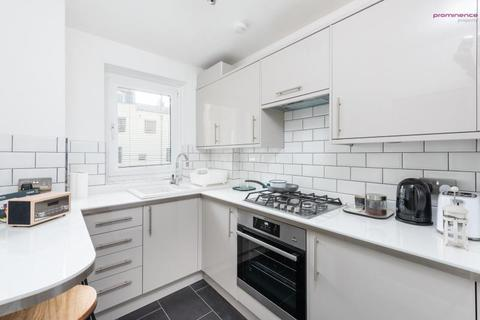 Studio to rent - Cavendish House, Kings Road, Brighton BN1 2JH