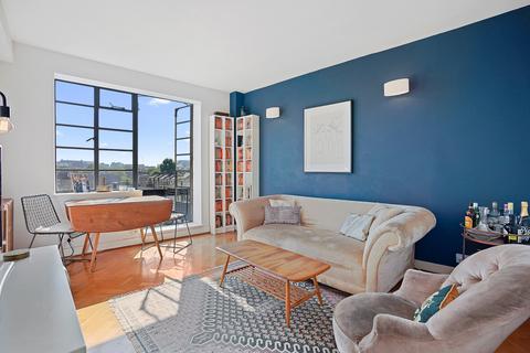 2 bedroom flat - The Grampians, Hammersmith, London, W6