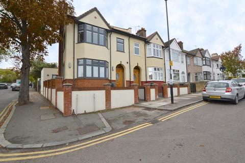 4 bedroom end of terrace house to rent - Barriedale London SE14