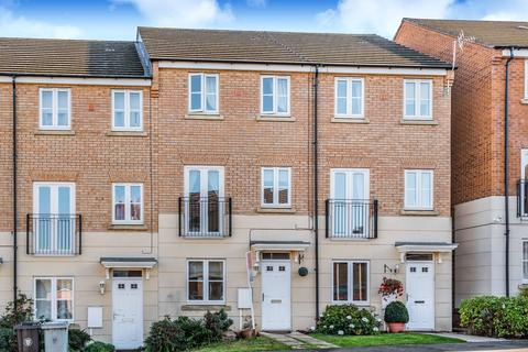 3 bedroom terraced house for sale - Hartington Close, Grantham, NG31