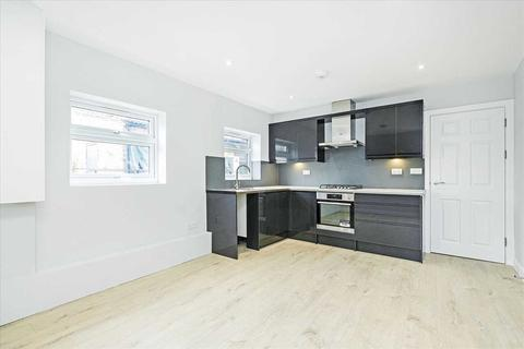 3 bedroom apartment to rent - Upper Tooting Road