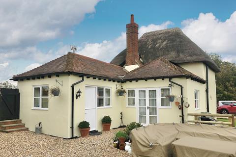 2 bedroom detached house for sale - Bishopstone, Buckinghamshire