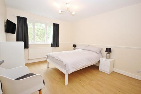 1 bedroom in a house share to rent - Brick Lane, Shoreditch E2
