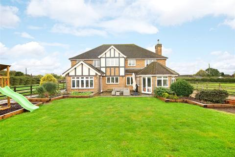 5 bedroom detached house for sale - Avenue Road, Rushden, Northamptonshire, NN10