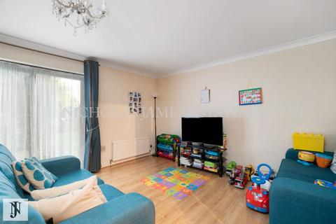 2 bedroom apartment for sale - Cricketers Close, Southgate, London N14