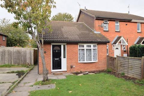 2 bedroom bungalow for sale - Ash Close, Aylesbury