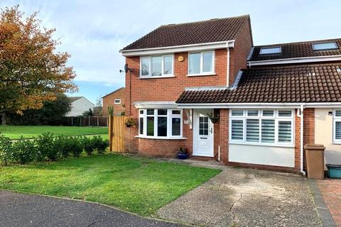 4 bedroom semi-detached house for sale - Hunters Way, Springfield, Chelmsford, CM1