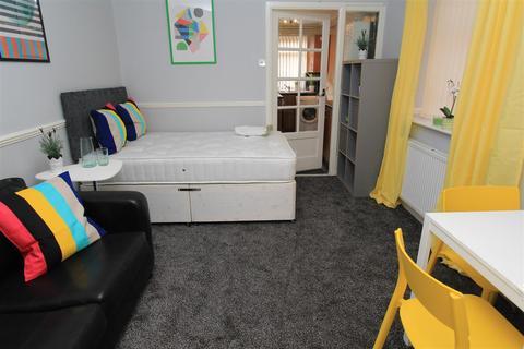Studio to rent - Stannington Grove, Heaton, NE6