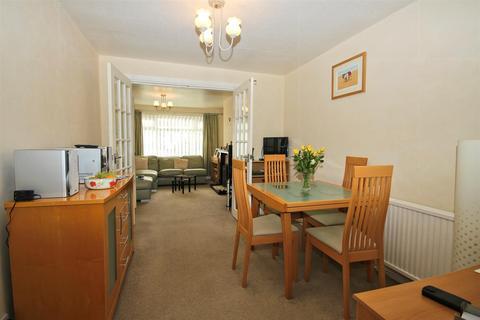 3 bedroom semi-detached house - Kerry Drive, Kirk Ella, Hull