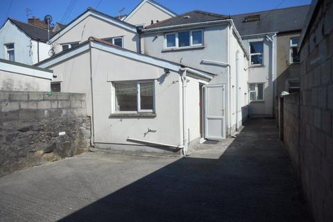 3 bedroom flat - Northcote Street, Roath