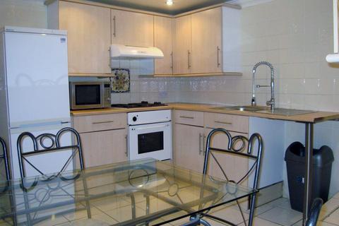 3 bedroom flat - Richmond Road, Roath