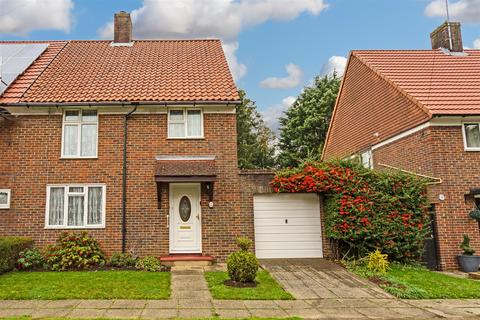 3 bedroom end of terrace house for sale - Gale Crescent, Banstead