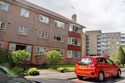 3 bedroom flat to rent - 3 bed part furnished @ Dorchester Place, G12