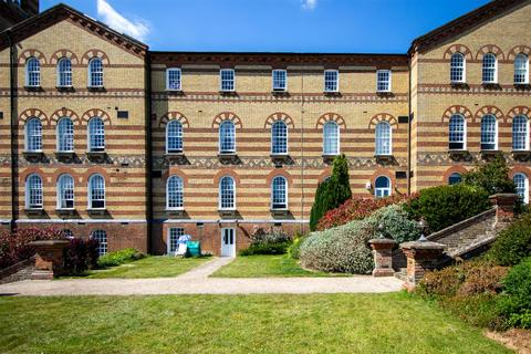 2 bedroom flat to rent - Park West, Southdowns Park, Haywards Heath