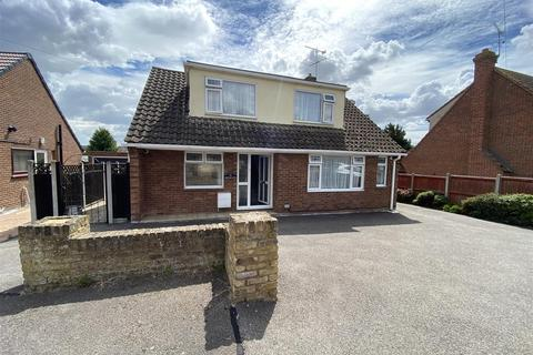 3 bedroom detached house for sale - Orchard Close, Southminster