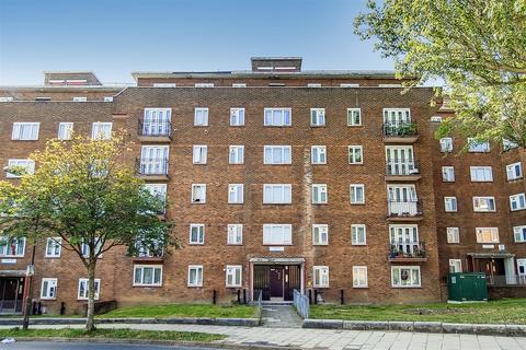 2 bedroom property - Basingdon Way, London