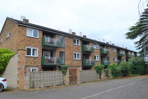 2 bedroom flat to rent - Orchard Court, Turners Drive, Thatcham