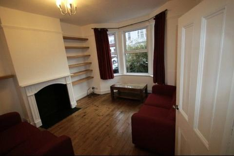 2 bedroom apartment to rent - Radbourne Road, London, SW12