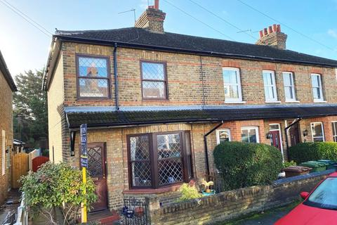 3 bedroom apartment - Edgell Road, Staines Upon Thames, TW18
