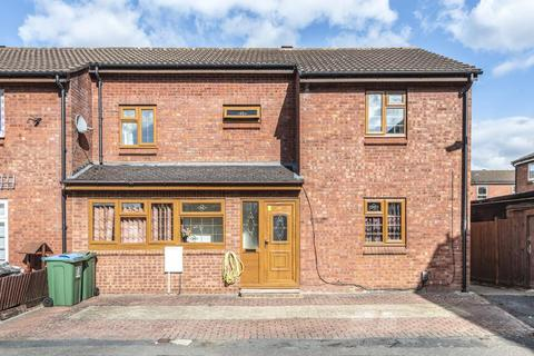 4 bedroom end of terrace house to rent - Kennet Close,  Aylesbury,  HP21
