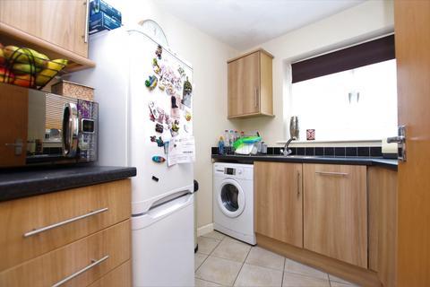 2 bedroom flat to rent - Clarendon Mews, Montague Street, BN11