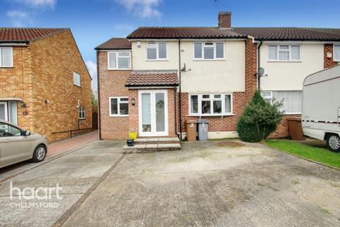 4 bedroom semi-detached house - Larch Grove, Chelmsford