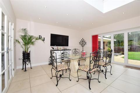 2 bedroom detached bungalow for sale - Leeds Road, Langley, Maidstone, Kent